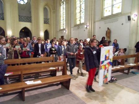 2016 avril 23 remise croix entrée en procession