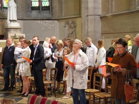 2016 Mai 15 pendant le chant d ` envoi groupe baptême