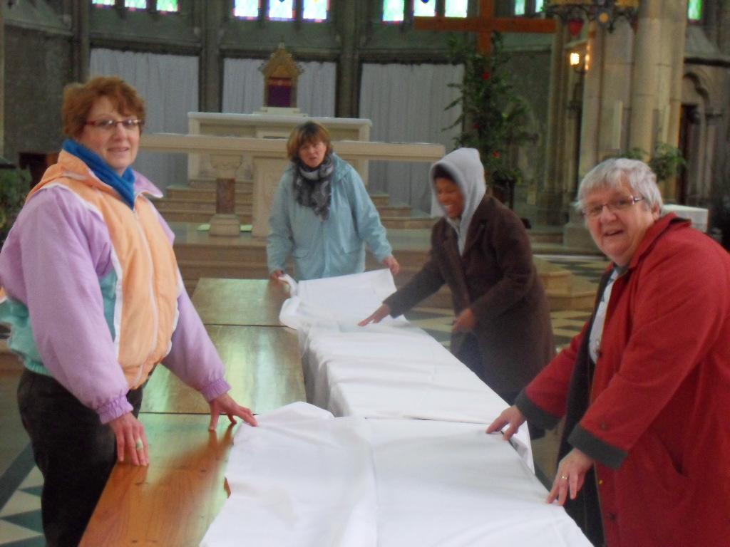 installation table etchaises pour Jeud saint
