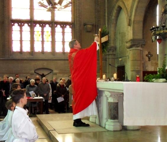 Eucharistie,  élévation de la coupe